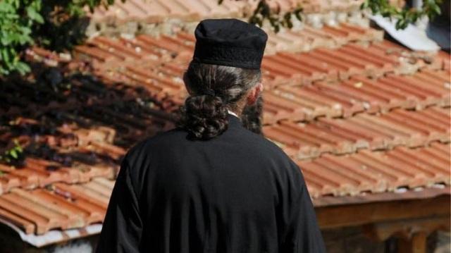 Ζευγάρι απατεώνων «έγδυναν» ιερείς και μοναχές