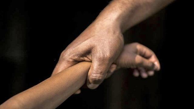Σοκάρουν τα νέα στοιχεία για το «κορίτσι με το τατουάζ» που βίασαν και πέταξαν
