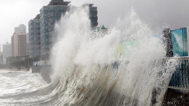 Κίνα: Ο τυφώνας Μανγκούτ προκάλεσε χάος στο Χονγκ Κόνγκ, 30 νεκροί στις Φιλιππίνες
