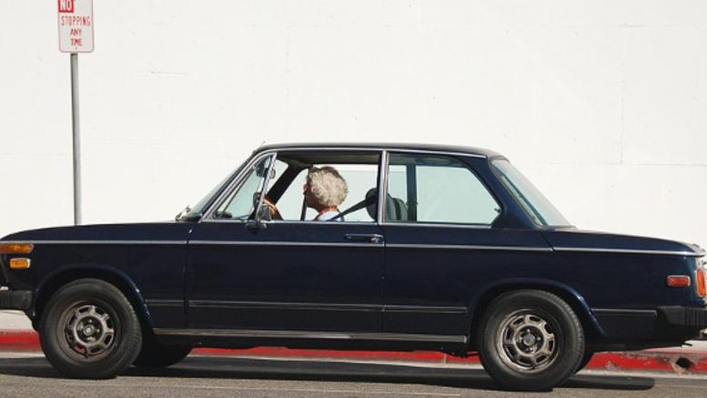 Παράταση για τα διπλώματα οδήγησης των 74χρονων