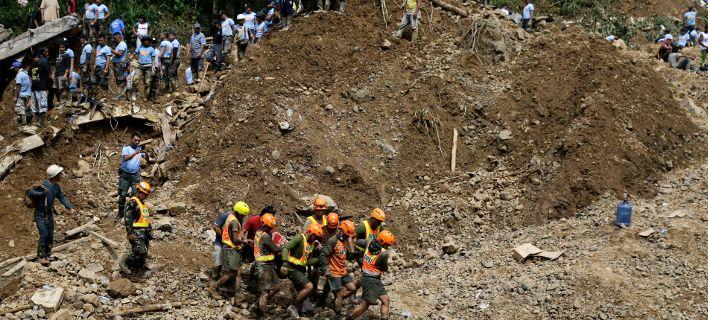 Φιλιππίνες: 65 νεκροί από τον τυφώνα Μανγκούτ -Δεκάδες θάφτηκαν κάτω από λάσπη μετά κατολίσθηση