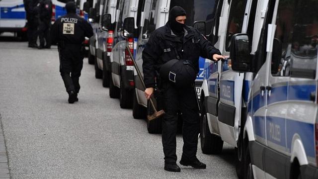 Γερμανία: Σε διαθεσιμότητα αστυνομικός καθώς φέρεται να πήρε μέρος σε επεισόδιο ξενοφοβικής βίας