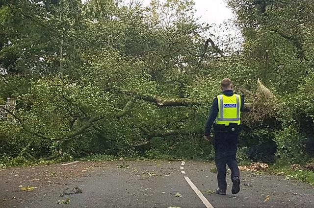 Τουλάχιστον 2 νεκροί από την καταιγίδα Ali στην Ιρλανδία