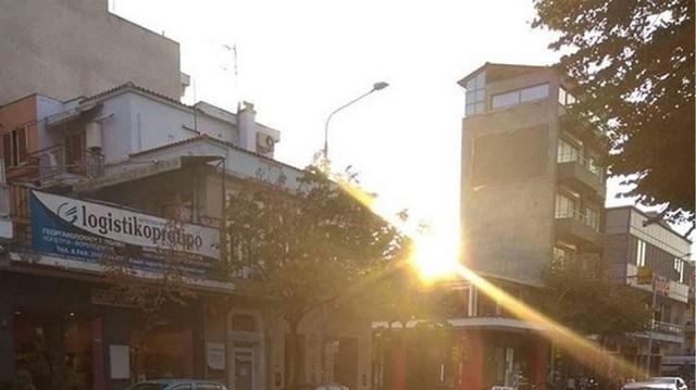 Θεσσαλονίκη: Ήπιαν φραπέ στη μέση του δρόμου «χαλαρά» [φωτό]