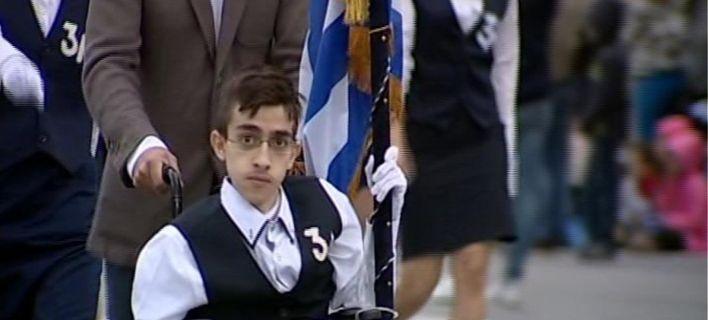 «Εφυγε» ο Κωνσταντίνος Κριτζάς- Σημαιοφόρος στο αναπηρικό αμαξίδιο, είχε μπει στη Νομική [εικόνες]