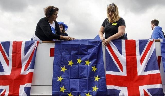 Brexit: Αεροπλάνα και φορτηγά καθηλωμένα χωρίς συμφωνία με την Ε.Ε.