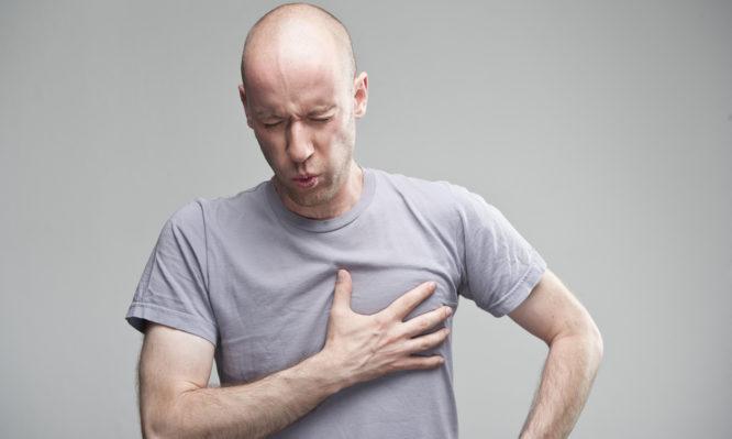 Πόνος στο στήθος από αυξημένο άγχος: Τι πρέπει να ξέρετε