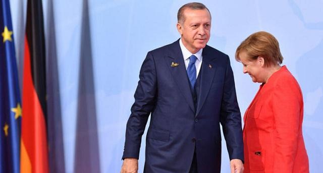 «Τρεις κι ο κούκος» στο επίσημο δείπνο για τον Ερντογάν. Απουσία Μέρκελ και πολιτικών