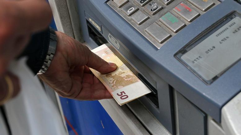Προς πλήρη άρση των περιορισμών στις αναλήψεις μετρητών
