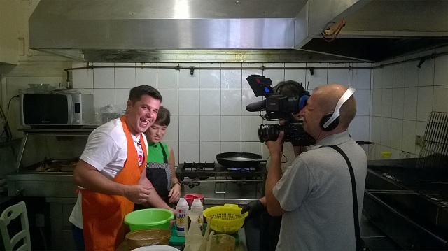Στην Αλόννησο διάσημος Ρουμάνος παρουσιαστής