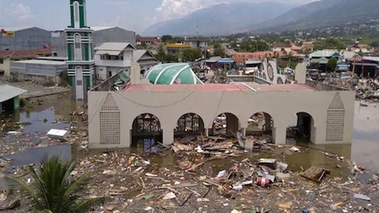 Ινδονησία: Σε τουλάχιστον 832 ανήλθε ο αριθμός των νεκρών από τον σεισμό & το τσουνάμι