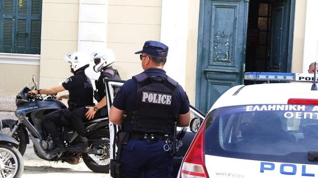 Τουρίστας σε αμόκ έκανε «γης μαδιάμ» ξενοδοχείο και επιτέθηκε σε αστυνομικό