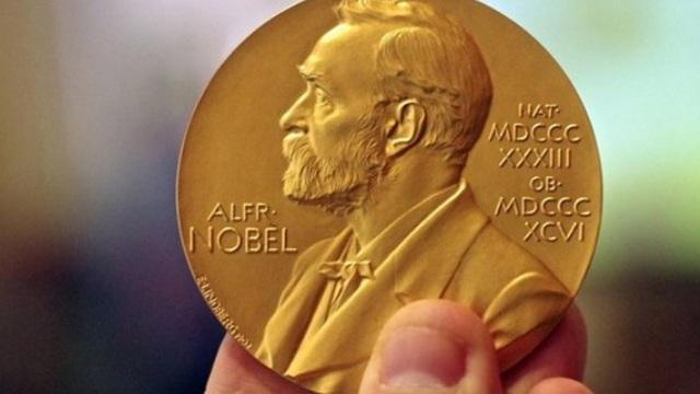 Τρεις επιστήμονες μοιράζονται το Νόμπελ Φυσικής