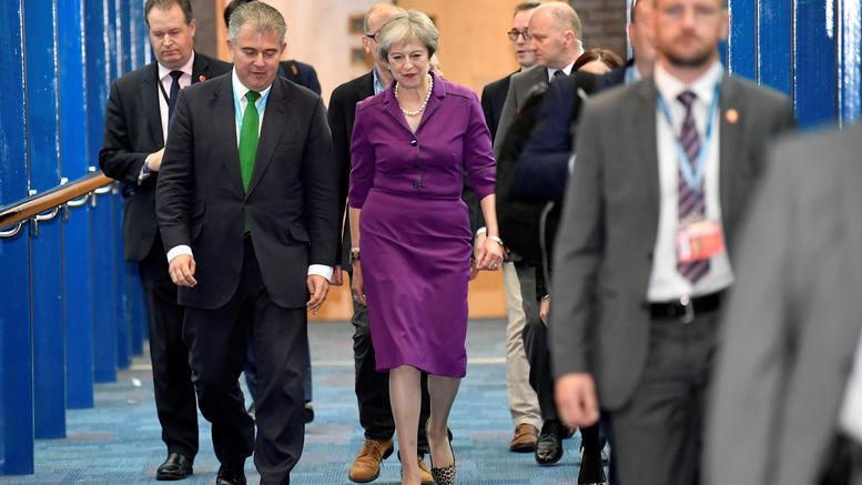 Μέι: Ελεύθερη κυκλοφορία τέλος στην Βρετανία μετά το Brexit