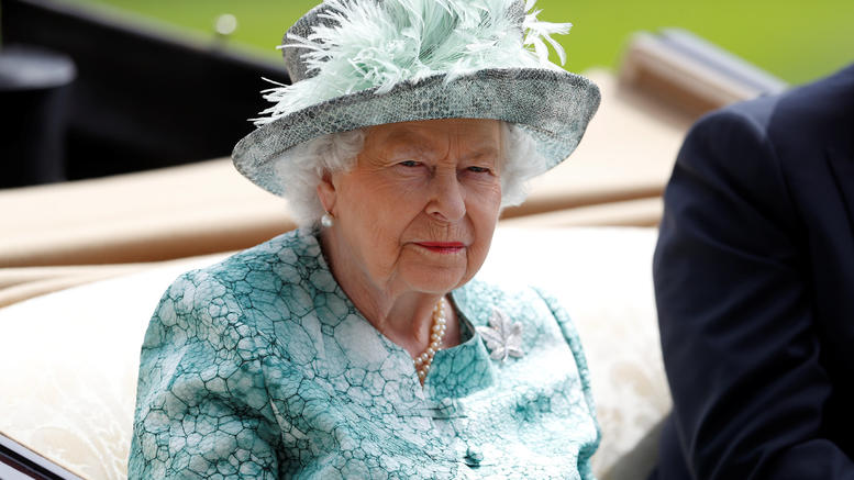 Εξωση στην βασίλισσα Ελισάβετ: «Δεν εγκαταλείπω το παλάτι» λέει η 92χρονη