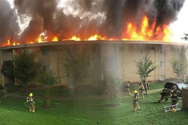 Τσακώθηκε με τον πρώην της και έκαψε ολόκληρη πολυκατοικία