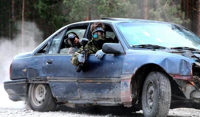 «Γάζωσαν» τουρίστριες με όπλα του paintball από εν κινήσει αυτοκίνητο [βίντεο]
