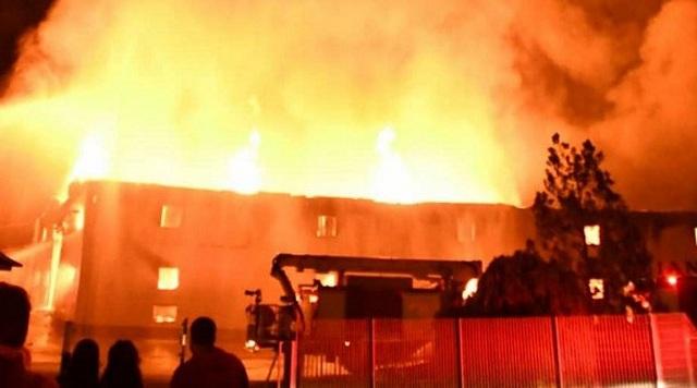 Καταστροφική πυρκαγιά σε καπνοβιομηχανία στην Καβάλα