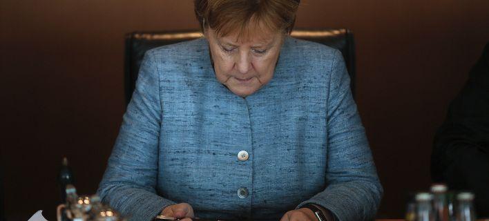 Στα χειρότερά της η κυβέρνηση της Μέρκελ σύμφωνα με την τελευταία δημοσκόπηση