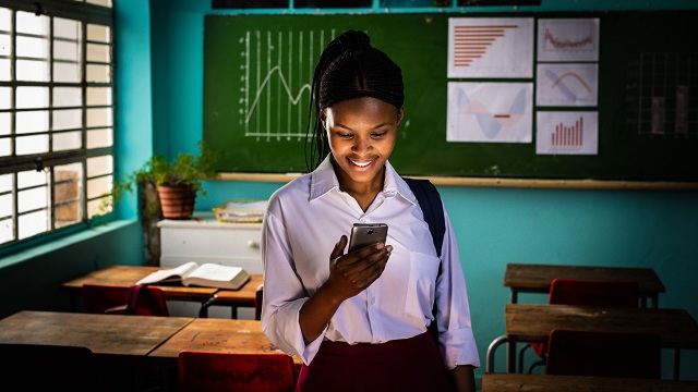 Το Ίδρυμα Vodafone και το Girl Effect στηρίζουν 7 εκατομμύρια ευάλωτες έφηβες
