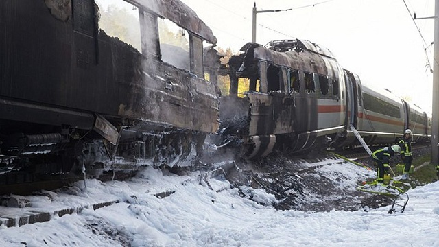 Στις φλόγες τρένο υψηλής ταχύτητας με 510 επιβάτες στη Γερμανία
