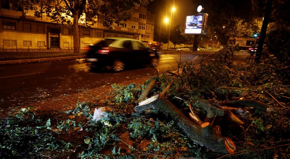 Πορτογαλία: Πάνω από 300.000 νοικοκυριά χωρίς ηλεκτρικό λόγω της τροπικής καταιγίδας Λέσλι