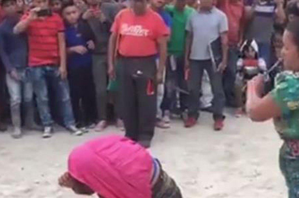 Βίντεο-σοκ: Μητέρα μαστιγώνει την κόρη της επειδή έκλεψε