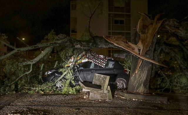 Σάρωσε την Πορτογαλία η τροπική καταιγίδα Λέσλι