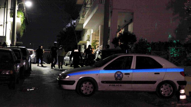 Επίθεση με μολότοφ στο Α.Τ. Ομόνοιας. Τέσσερις αστυνομικοί τραυματίες [εικόνες]