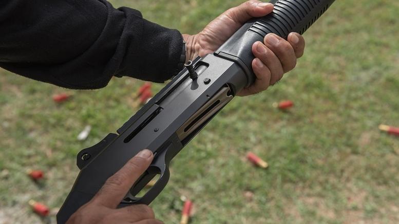 Συνταξιούχος αστυνομικός απειλούσε ότι θα πυροβολήσει τους θηροφύλακες