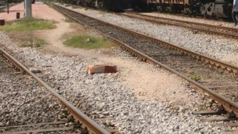 Αυτοκίνητο εγκλωβίστηκε σε σιδηροδρομικές γραμμές