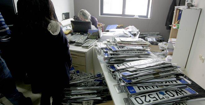 ΑΑΔΕ: Η αφαίρεση πινακίδων στα ανασφάλιστα ΙΧ δεν είναι δεσμευτική