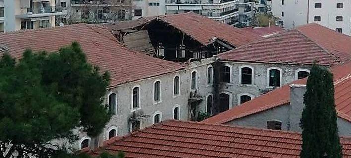 Κατέρρευσε η στέγη εμβληματικού κτιρίου της Ξάνθης [εικόνες]