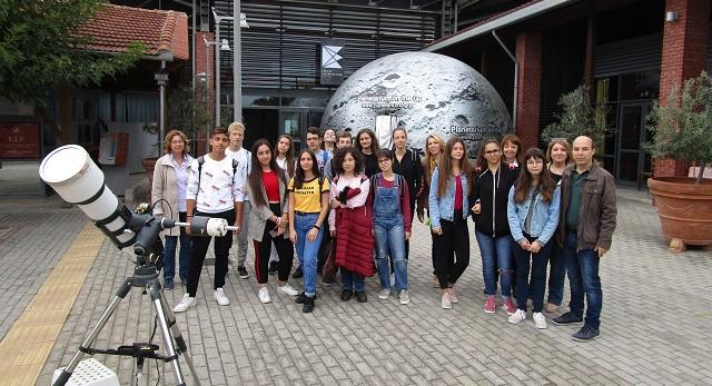 Μαθητές του 8ου ΓΕΛ Βόλου στο Φορητό Ψηφιακό Πλανητάριο