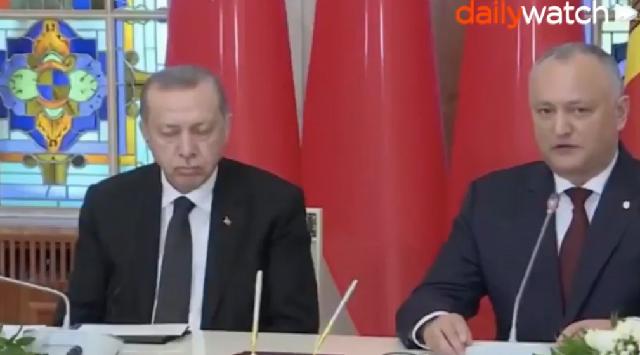 Ο Ερντογάν παραδόθηκε στην... αγκαλιά του Μορφέα [βίντεο]