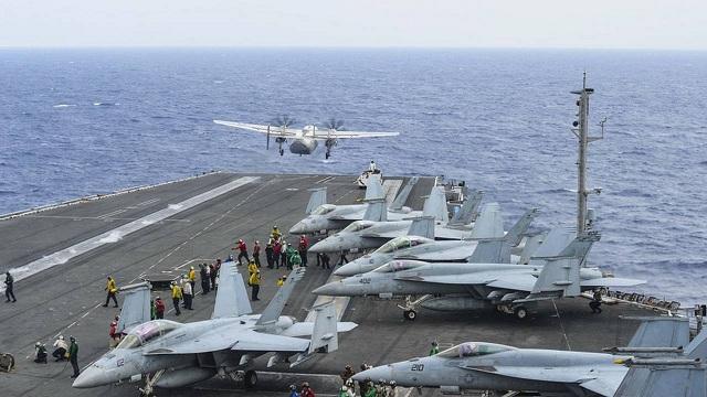 Συντριβή στρατιωτικού ελικοπτέρου στο κατάστρωμα του USS Ronald Reagan