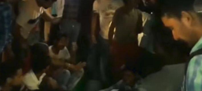 Τραγωδία στην Ινδία: Τρένο έπεσε πάνω σε πλήθος -Τουλάχιστον 50 νεκροί [βίντεο]
