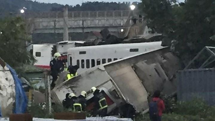 Αυξάνεται ο αριθμός των νεκρών από τον εκτροχιασμό του τρένου στην Ταϊβάν