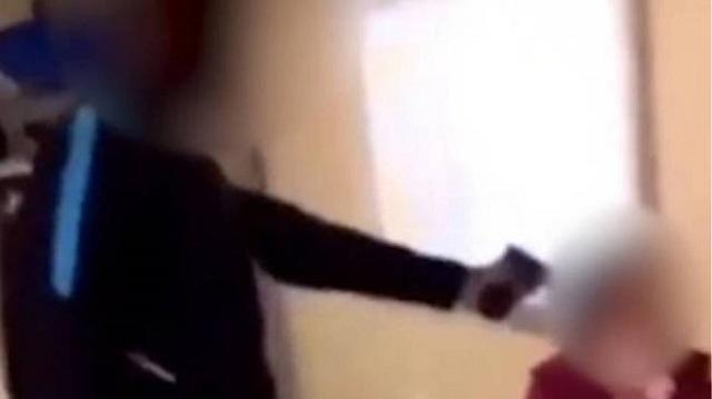 Γαλλία: Μαθητής σημάδεψε με όπλο την καθηγήτριά του μέσα στην τάξη