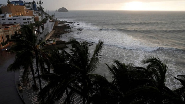 Σαρώνει το Μεξικό ο τυφώνας Ουίλα