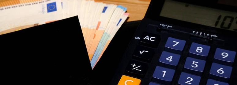 Διασταυρώνει καταθέσεις με δηλωθέντα εισοδήματα η ΑΑΔΕ -Πώς γίνονται οι έλεγχοι