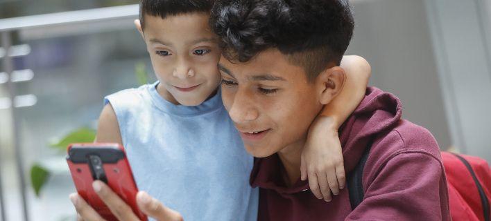 Ειδική μέριμνα για ανήλικους συνδρομητές κινητής τηλεφωνίας ζητά ο Συνήγορος του Καταναλωτή