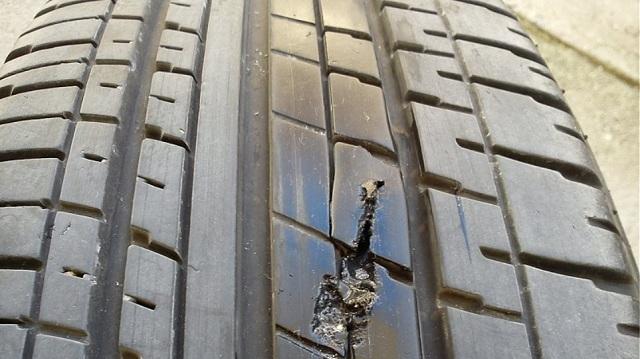 Ασυνείδητοι σκορπούν καρφιά και... φόλες σε δρόμο της Γιάννουλης στη Λάρισα