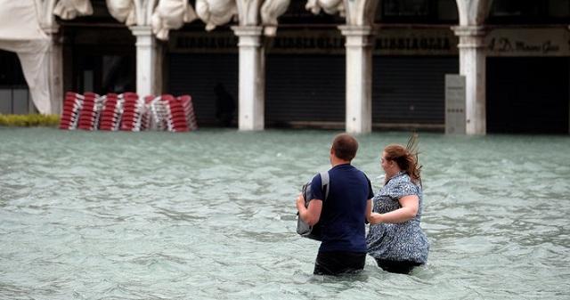 Κάτω από το νερό το 75% του κέντρου της Βενετίας [εικόνες]