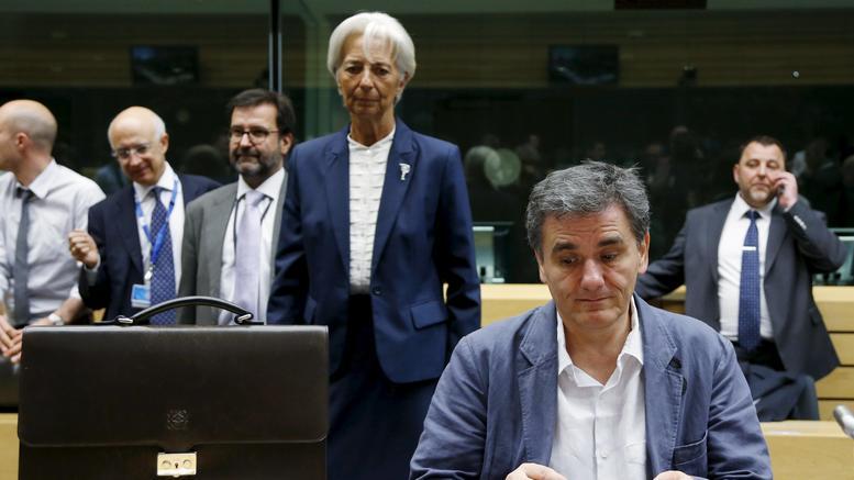 Περικοπές συντάξεων και αναδρομικά στο τραπέζι του Eurogroup