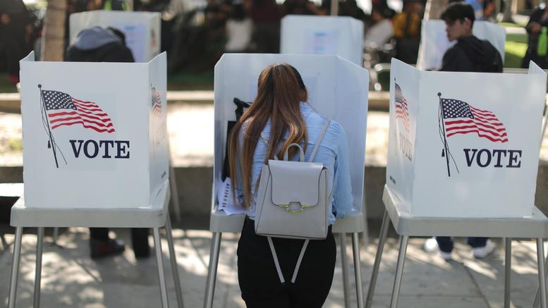 ΗΠΑ: Οι Ελληνοαμερικανοί που ρίχνονται στη μάχη των ενδιάμεσων εκλογών