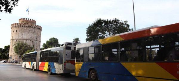 Θεσσαλονίκη: Οδηγός λεωφορείου έχασε τις αισθήσεις του και έπεσε σε σταθμευμένα αυτοκίνητα