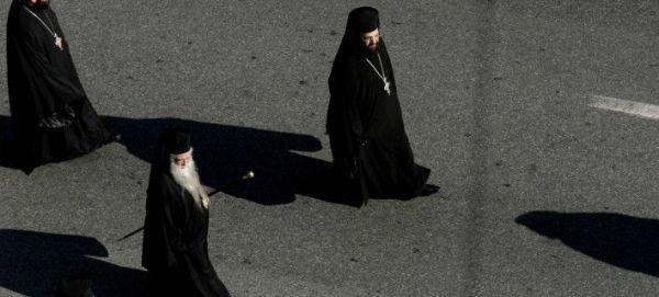 Reuters: Περίπου 200 εκατ. ευρώ η ετήσια μισθοδοσία των κληρικών στην Ελλάδα