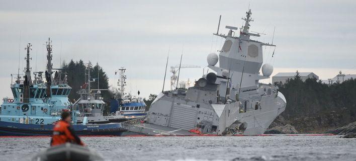 Ελληνικό τάνκερ συγκρούστηκε με φρεγάτα του ΝΑΤΟ [photos]
