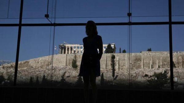 ΤΑΖ: Στην Ελλάδα, τα χρέη προπαππούδων έπεσαν στις πλάτες των δισέγγονων
